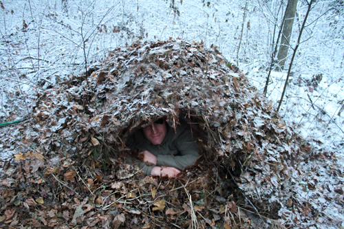 Building A Bug Out Shelter : How to build a debris hut shtf prepping central