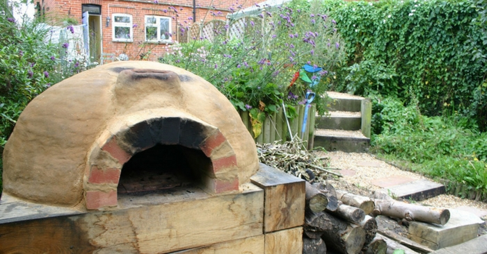How To Build an Easy And Awesome Earth / Clay Oven — Most traditional clay ovens are built outdoors and may or may not be covered with a simple roof structure. In a SHTF situation the gas might go out permanently and you may want to cook more how we are used to.