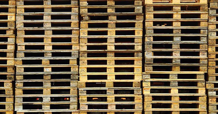 Preppers Gold: Pallets and Buckets 101 - There are so many projects you can do with pallets and buckets. My favorite is building an entire cabin from pallets, and making a swamp cooler from a bucket.