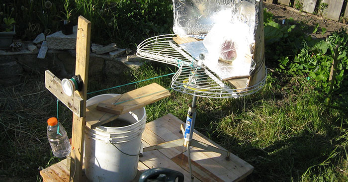 Simple DIY Solar Panel Or Cooker Sun Tracker Made From A Clock - Using a sun tracker can improve the performance of your solar panel or solar cooker up to 50%... That's a great percentage increase. If you were in a SHTF situation, that figure could mean the difference between a fully cooked meal and a fully charged battery