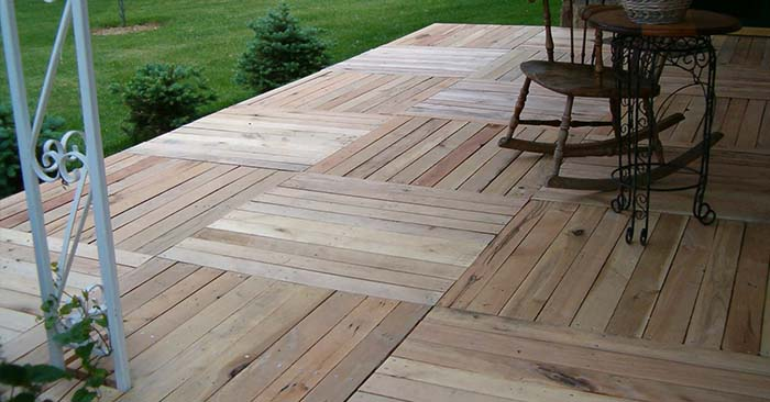 DIY Pallet Wood Front Porch - This DIY porch deck is a testament to what you can do with pallets! This project will require you to take the pallets apart and remove all the nails. If you plane the boards and finish the deck off with a nice stain, the end result will look amazing!