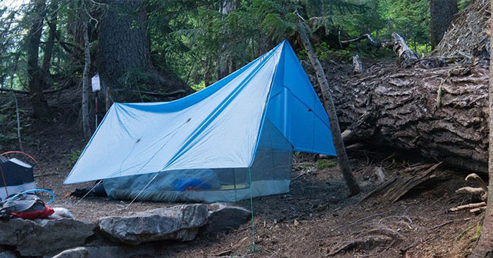 Car Camping Shelter : How to build a survival tarp shelter in minutes