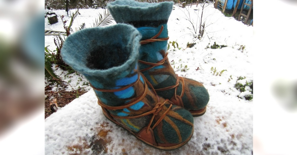 How To Make The Warmest, Cheapest Wool Boots Ever - If you are like me and are on a tight budget a good pair of snow shoes/boots can set you back a good hundred bucks if not more. Why spend all of that hard earned cash when you can make some good looking boots that fit right, look cool and best of all work as well if not better than store bought boots?