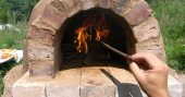 DIY $20 Outdoor Cob Oven for Great Bread and Pizza - The materials needed for this project are simple and often found for free! So don't hesitate, build one and have a great spring/summer gathering and be the envy of all your friends!