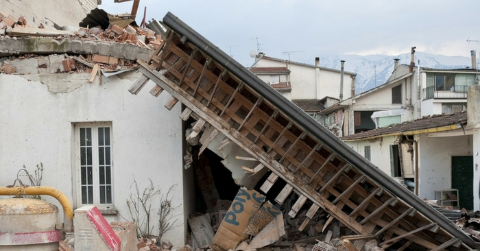 How to Survive an Earthquake — A lot of people think that in America, earthquakes are just a West Coast problem, but the fact is, there are many fault lines across the country that are significant enough to cause major quakes.