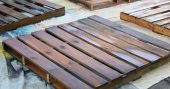 Easy DIY Wood Pallet Projects Wood pallets are one of the best materials you can use for DIY projects. They are readily accessible and usually free to acquire. Most of the pallets you will find are free of dangerous chemicals, and the ones that aren't are clearly marked.