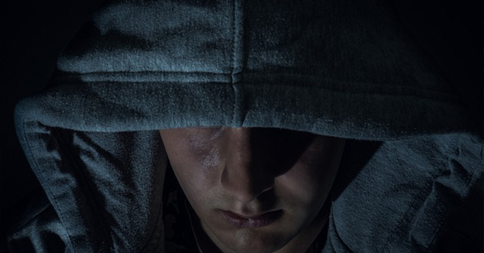 5 Things You Should Never Do During a Home Invasion - Home security is serious business. Every day we see new articles circulated, tips, tricks, and the latest security hardware that can give you an edge against would-be home invaders. Seldom, however, do I see the mindset – ways you should be thinking about home invasion and how you should behave if it happens to you – being discussed pragmatically.