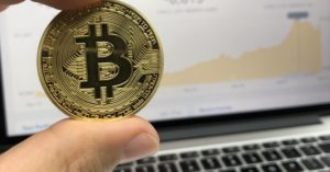 Why Bitcoin Is No Good For SHTF Preppers - If you are interested in this new craze of crypto currency and how it fits into your prepper plans you need to read this article. Perhaps you are a bitcoin owner already.