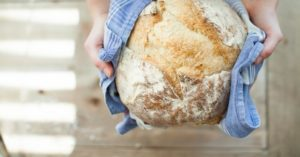 Simple, No-Knead, Artisan Bread - This is a simple bread recipe from a homesteader. Its a no knead bread that will cook up into something delicious. Would you like to have that? It can be yours and now is the time to start practicing.
