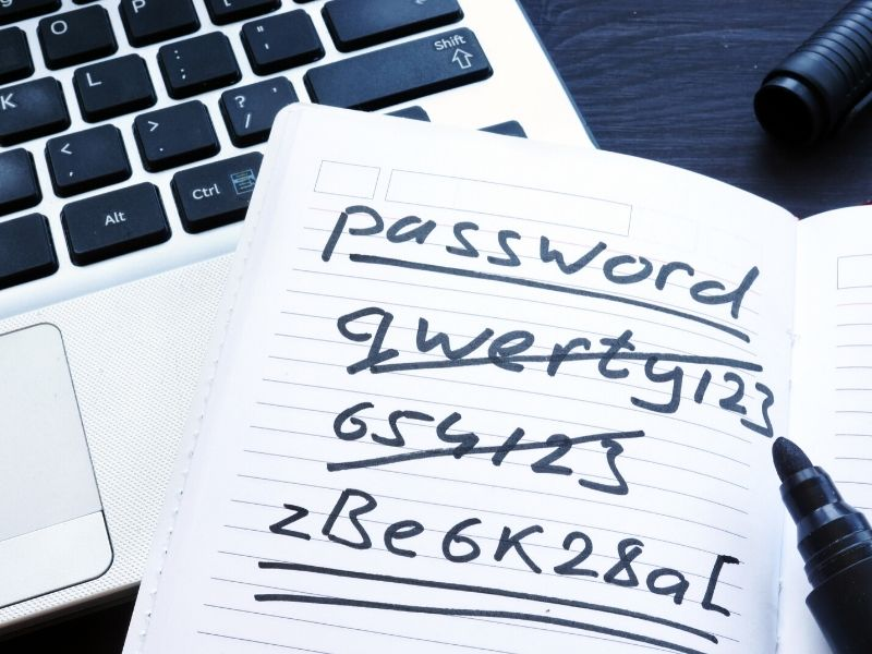 Example of choosing a good or bad password