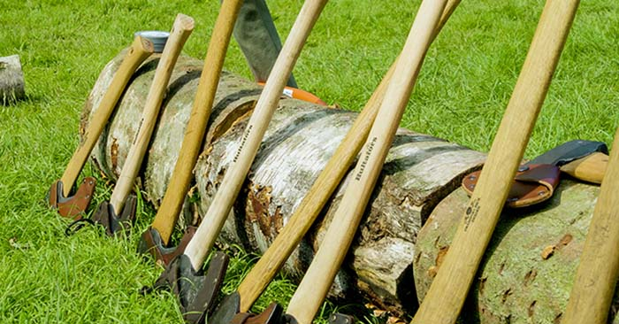 Bushcraft Show Axe Skills Demo - This article is all about how you should use your axe in order not to get yourself crucially injured. You see, the axe can do all sorts of crazy things if you are not trained and not operating it safely. You cannot afford to take a chunk out of your leg or your foot in a survival scenario.